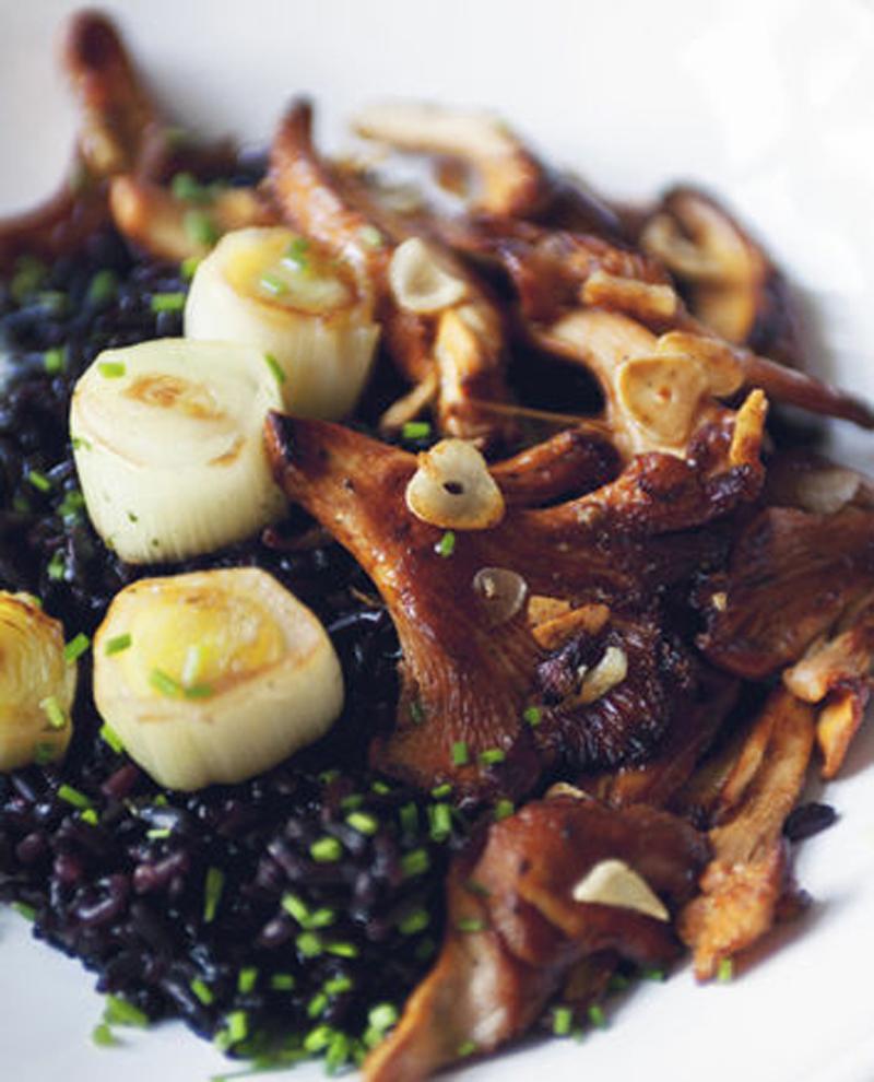Leek scallops and chanterelles on black rice recipe